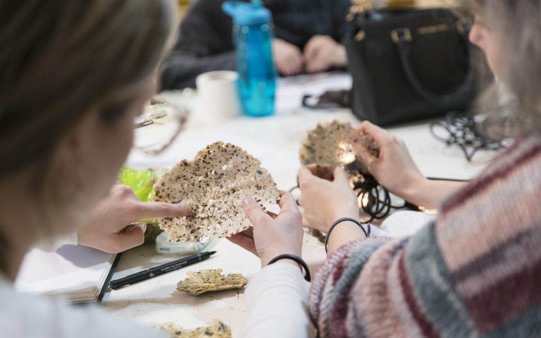 IED presenta 'A Block Chain Lab' una instalación lumínica fabricada con material PET procedente del proyecto Mares Circulares de Coca-Cola
