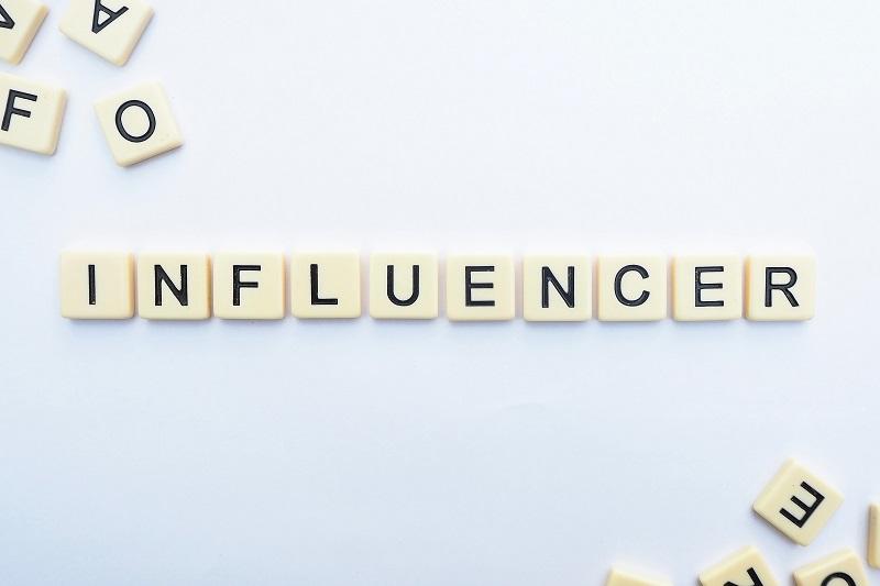 Conoce a los influencers e interactúa con ellos en redes sociales
